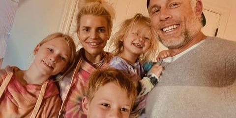 Jessica Simpson, 40, Glows In No-Makeup Family Easter Instagram Photo