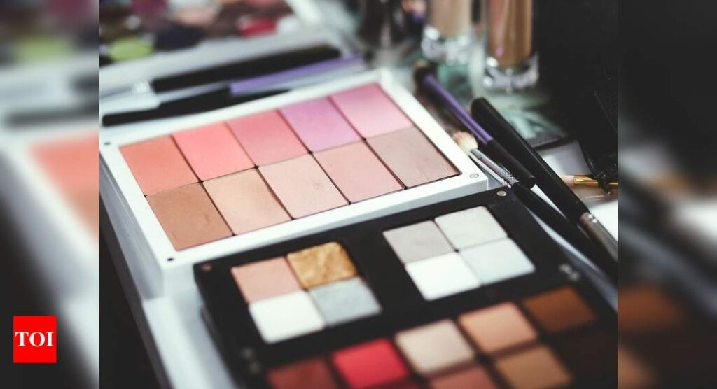 Pink eyeshadow for a girlish, casual look   Most Searched Products